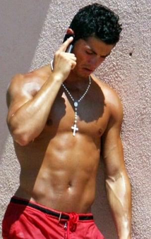 Cristiano Ronaldo, de terço ao pescoço