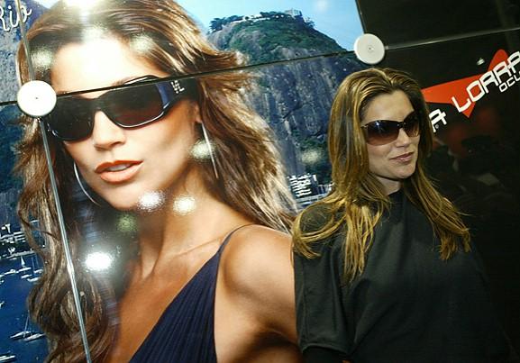 http://gente.ig.com.br/images/237/237/35/315867.gente_flavia_alessandra_oculos_1gente___fotos_403_577.jpg
