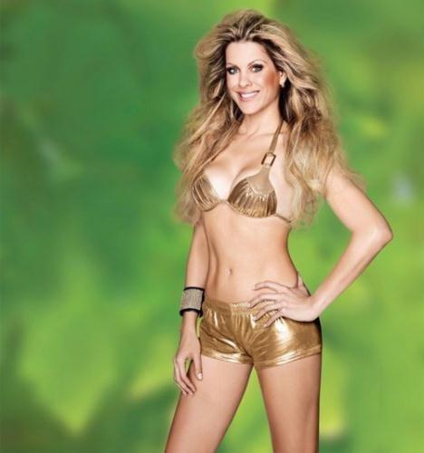 """Renata na foto de capa de revista """"Corpo a Corpo"""" de agosto deste ano ..."""