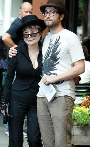 Yoko ono dating