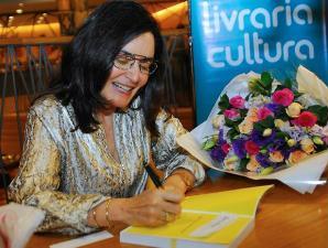 Glória Kalil lança livro de etiqueta em São Paulo